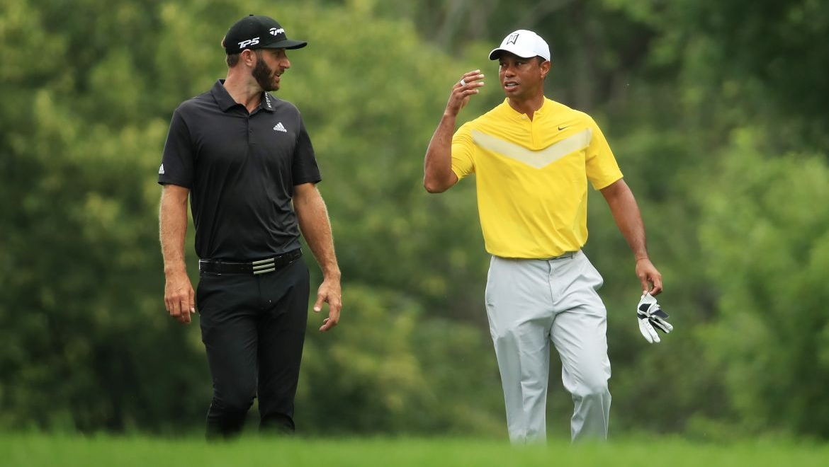 Dustin Johnson a Tiger Woods