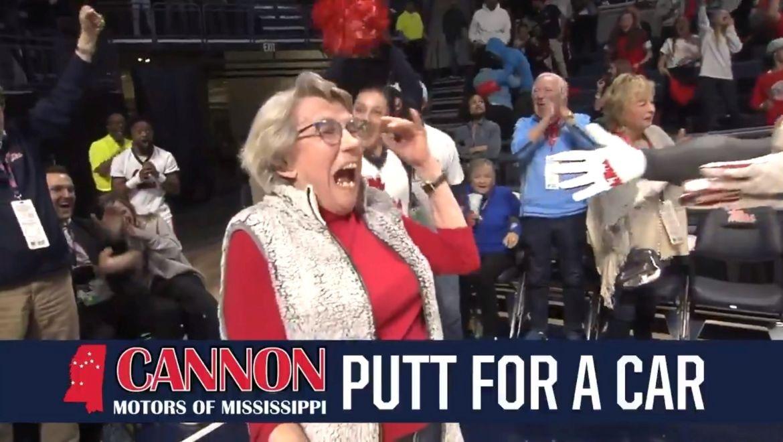 VIDEO: 84letá babička dala 30metrový putt a vyhrála nové auto